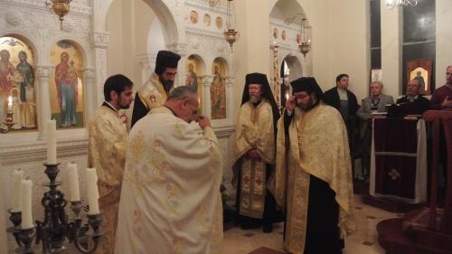 Van links na regs: Vr. Nikolaos, Vr. Diaken Michael, Aartsbiskop Sergios, Vr. Zacharias en Vr. Evloghios